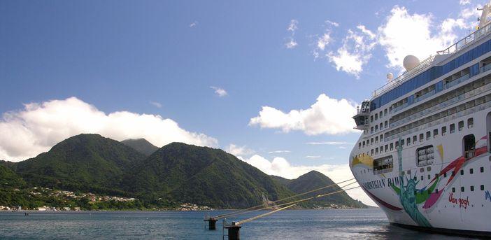 Norwegian Cruise Line Gateway To The World S Inviting Waters Cruise Panorama