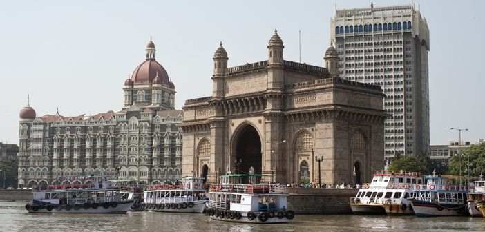 "Learning about Mumbai city through its attractions like ""Gateway to India"""