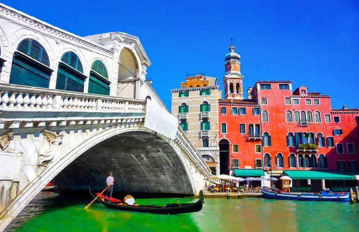 Famous monuments in Europe: Ponte di Rialto, Venice, Italy