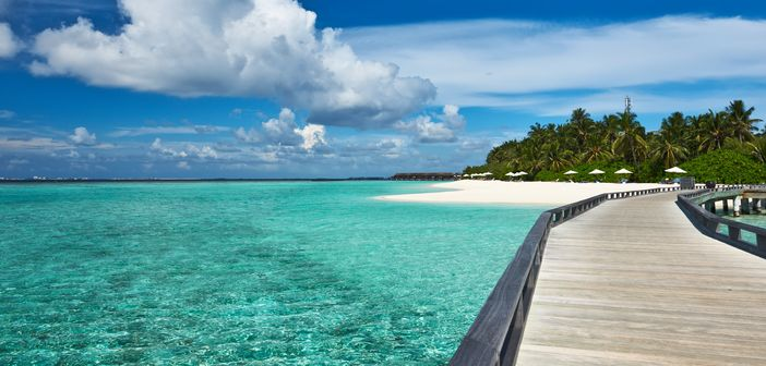 Blue sky and turquoise sea at the Maldives Archipelago