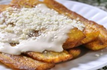 Deep-fried bananas topped with cream and cheese