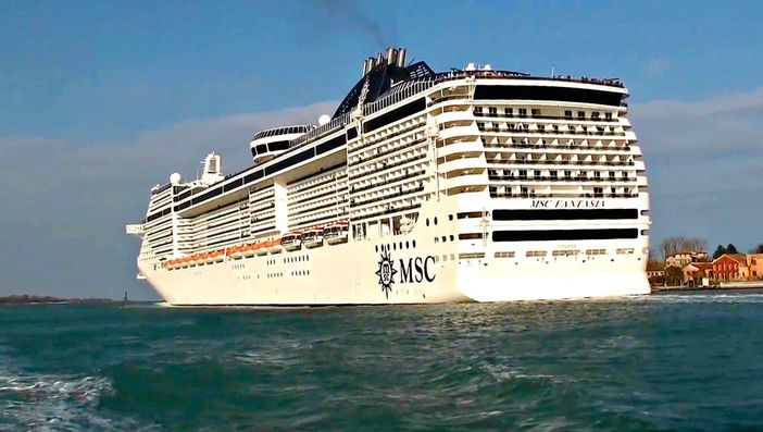 MSC Fantasia passing through the Grand Canal in Venice