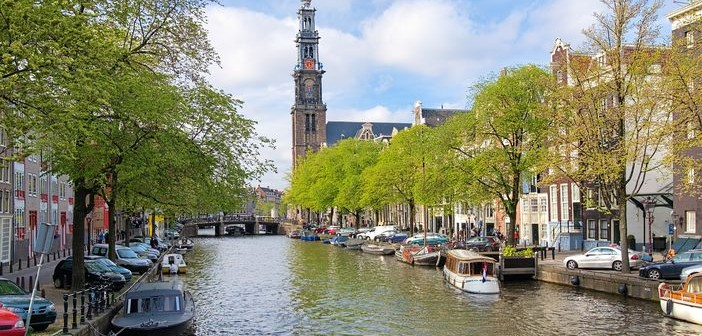 Cruise to Amsterdam: Enjoy excursions like a boat tour in the Prinsengracht channel