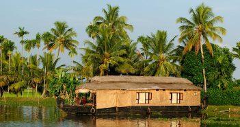 Sightseeing in Cochin: Houseboat at Kerala Backwaters