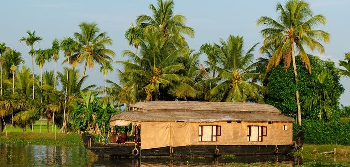 Sightseeing in Cochin: Houseboat at Kerala Backwaters