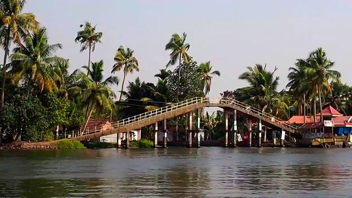 Backwaters tour in Kerala