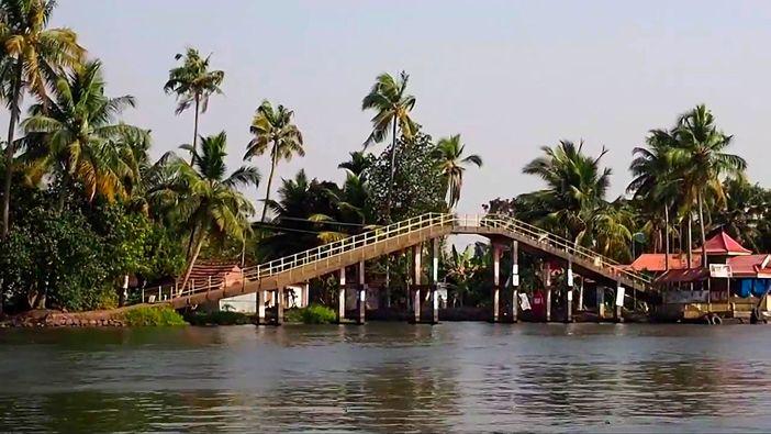 Backwaters tour in Kerala