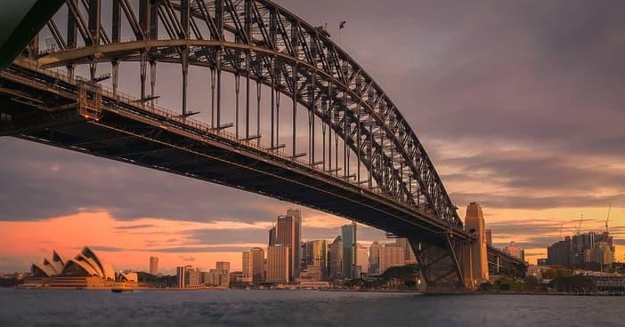 Sydney attractions: Harbor Bridge
