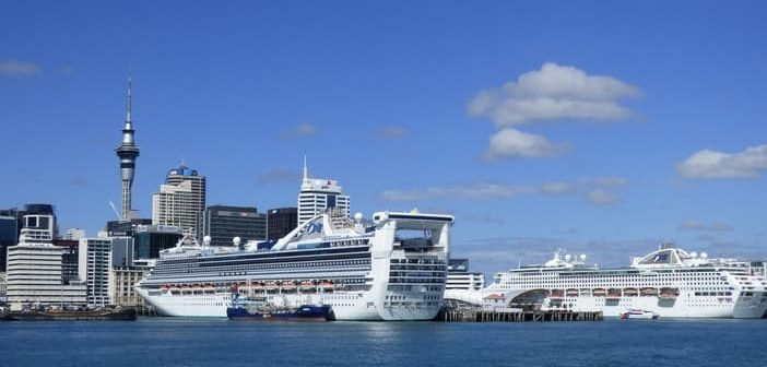 Cruise to Auckland: Downtown and port